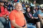 Antonín Mura na svém oblíbeném místě opavského stadionu na tribuně A.
