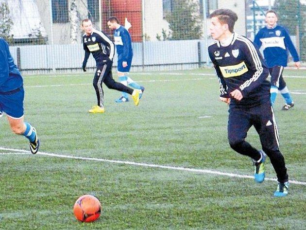 Mark Ostrák (vpravo)  k vítězství nad Kobeřicemi přispěl jedním gólem.