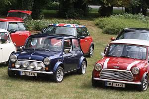 První automobil Mini byl vyroben v roce 1959. V Krnově se setkali majitelé těchto roztomilých autíček, aby oslavili šedesát let legendární značky.