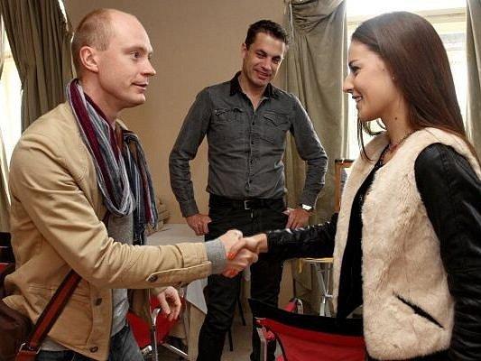 Česká Miss 2012 Tereza Chlebovská z Krnova při natáčení filmu Martin a Venuše spolupracovala s hercem a režisérem Janem Budařem.