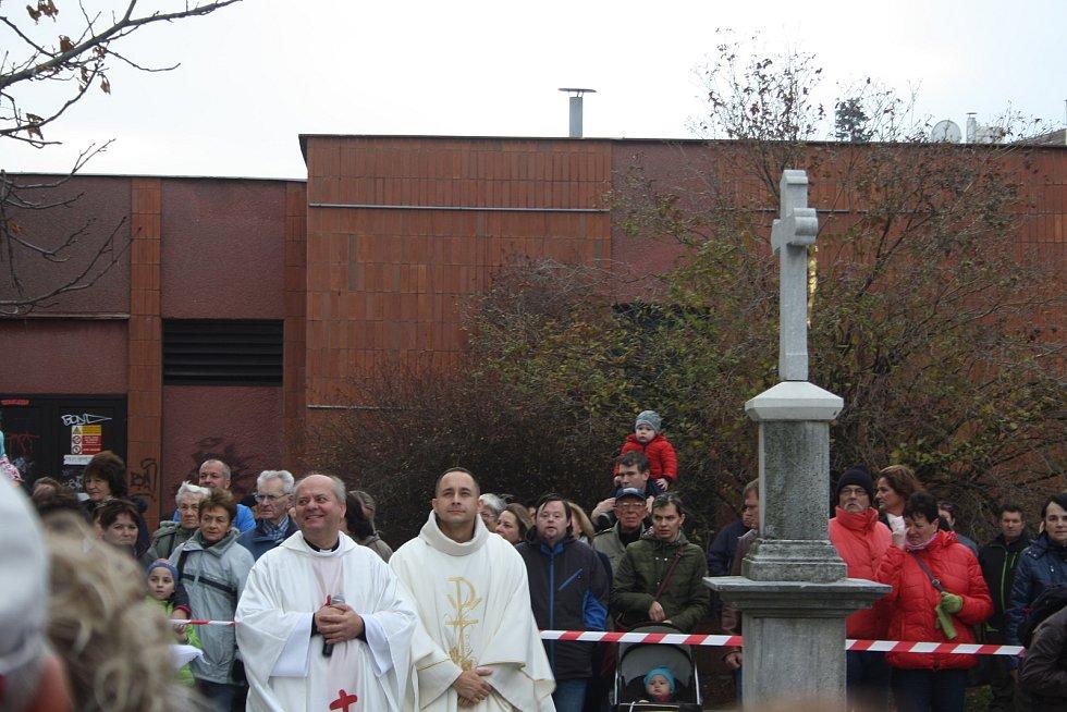 Kpt. Tomáš Mlýnek (vpravo) jako vojenský kaplan má za sebou i mise v Afgánistánu. V minulosti působil jako farní vikář v Krnově a administrátor v Třemešné.