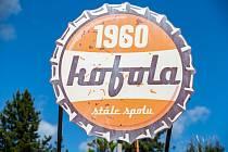 Na snímku z 15. srpna 2019 je historické logo firmy u vstupu do závodu v Krnově.