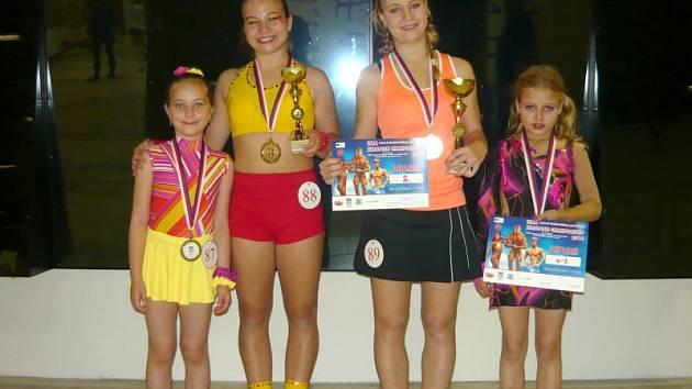 Bruntálské fitnessky na ME. Zleva: Valerie Jordová, Jana Kovaříková, Veronika Mičková, Markéta Mičková.