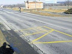 Silnice I/57 před opravou. Fotografii zaslali pracovníci ŘSD tazateli z Krnova.
