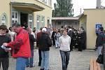 """Čeští a němečtí obyvatelé Lichnova založili muzeum společné historie. """"Myslím, že tento den je významnější, než si dnes uvědomujeme,"""" řekla starostka  Lichnova Marta Otisková při otevření muzea v roce 2009."""