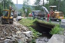 Most v Karlově se dočkal opravy.