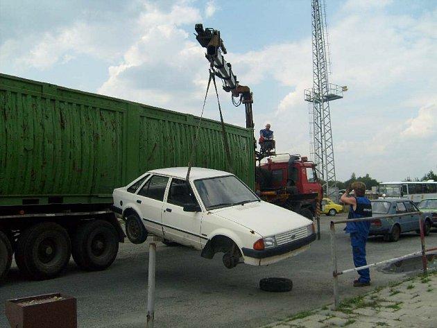 Sběr autovraků.