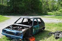 Další vrak auta objevili bruntálští městští strážníci ve středu 18. května pod areálem garáží v Chelčického ulici nedaleko městského parku.