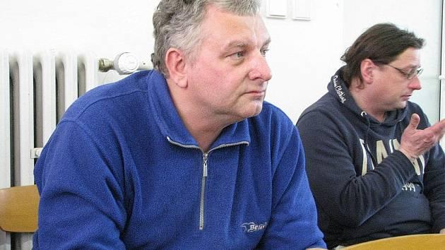 DALIBOR KALOUSEK vystoupil v úterý na zastupitelstvu. Stěžoval si na ředitele Zahálku ze společnosti Teplo Bruntál, o němž tvrdí, že ho pomluvil.