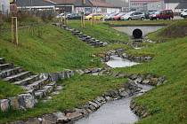 Kobylí potok v centru Bruntálu po revitalizaci vypadá skvěle.