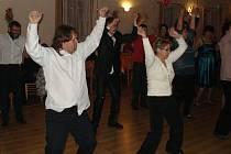 Tradiční obecní bál přinesl příjemné posezení s přáteli a úžasnou taneční zábavu. Akce se v sobotu 28. ledna zúčastnilo okolo sto šestnácti lidí z Dívčího Hradu, celého Osoblažska, ale také z Krnova, Vrbna pod Pradědem nebo z Ostravy.