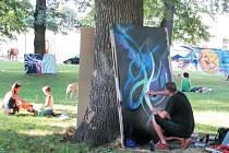 Graffiti umělec Jiří Procházka používá při tvorbě svých děl barvy ve spreji. Jeho dílo při festivalu Rámus v Krnově mnohokrát změnilo konečnou podobu. Návštěvníci festivalu mohli sledovat, jak takové dílo vzniká a mnohokrát se mění.