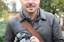 Jozef Danyi z Bruntálu s nezbytným fotoaparátem v rukou.