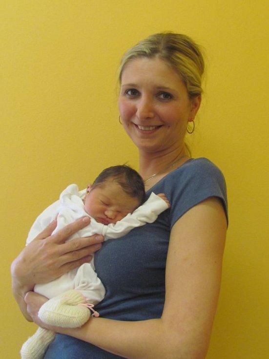 Jmenuji se MICHAELA ČESKOVÁ, narodila jsem se 13. dubna, při narození jsem vážila 2660 gramů a měřila 48 centimetrů. Moje maminka se jmenuje Marie Česková. Bydlíme v Krnově.