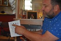 Krnovský rodák a člen Rotary clubu Opava Pavel Brída se synem Tadeášem předal náměstkům krnovské nemocnice Šárce Tavandzi a Bronislavu Sedláčkovi 700 kusů respirátorů. Celkem rotariáni v Moravskoslezském kraji rozdali  14 tisíc roušek dovezených z Číny.