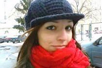 Lenka Šenkyříková, 24 let, Bruntál: Ano, s přítelem jsme ještě před zimou koupili budku. Oba na tyhle věci dbáme, a proto každý den sypeme ptáčkům různá semínka do krmítka, které máme přidělané na balkóně.