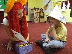 Pohádkový zápis mají před sebou děti, které nastoupí v září do prvních tříd Základní školy Město Albrechtice. Místo Macha a Šebestové děti přivítá Křemílek s Vochomůrkou.