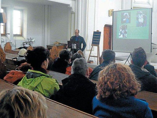 Poslední rozloučení s klienty Harmonie, kteří zesnuli v uplynulém roce, se odehrálo v evangelickém kostele v Krnově.