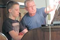 Třináctiletý varhaník Jan Maláč zahájil v pátek odpoledne v evangelickém kostele na Husově náměstí třetí ročník Noci kostelů.