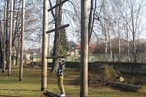 Krnovské lanové centrum bylo postaveno v roce 2001 s náklady 225 tisíc korun v zahradě střediska Méďa.
