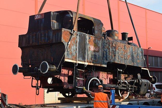 Parní lokomotiva byla předána odborníkům zKrnovských opraven a strojíren, aby odhadli náklady na její rekonstrukci do vystavovatelného stavu.