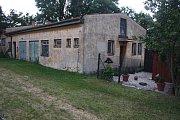 Krnovská moštárna v zahrádkářské kolonii Zlatá Opavice letos poprvé zůstala zavřená. Stát  ji prodal pražské společnosti, která s moštováním rozhodně nepočítá.
