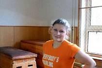 KAROLÍNA KIRČEVOVÁ je houževnatá atletka, které nebrání v jejím nasazení ani její handicap. Aby mohla pokračovat ve studiu, potřebuje nový kochleární implantát.