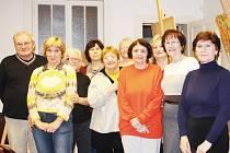 Josef Odráška se svou skupinou amatérských výtvarníků se těší na plánovanou výstavu.