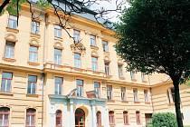 Do budovy Petrina se po opravách sestěhuje základní i mateřská škola, bude zde knihovna i středisko volného času.