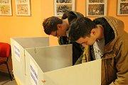 Mladí lidé letos volili častěji, než je zvykem.