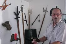 Mistrem třicítky řemesel je Dušan Chládek z Vrbna pod Pradědem. Otec jej odmalička vedl k přírodě, což nelze v jeho umělecké tvorbě přehlédnout.