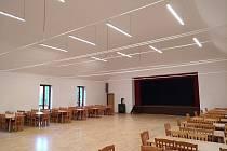 Sál Kulturního domu v Dívčím Hradě získal kvalitní osvětlení.