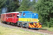 Vlak pro turisty na trati z Bruntálu do Malé Morávky.