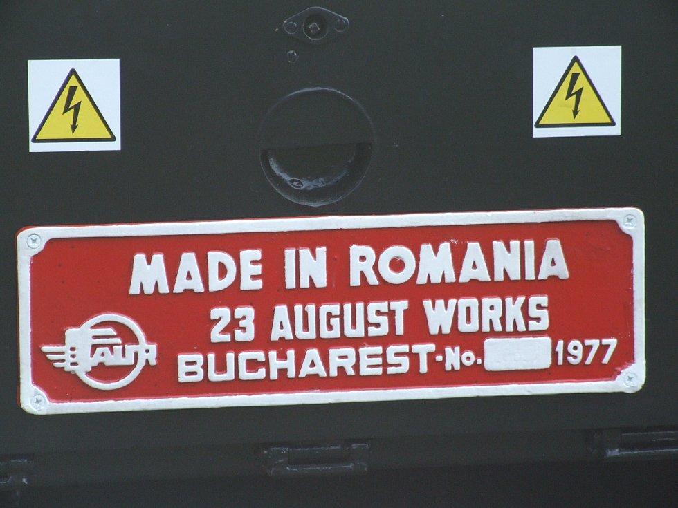 Rumunská dieselová lokomotiva Faur z roku 1977 občas vypomáhá parním lokomotivám na Osoblažce. První srpnový víkend bude pendlovat mezi Liptaní a Třemešnou.