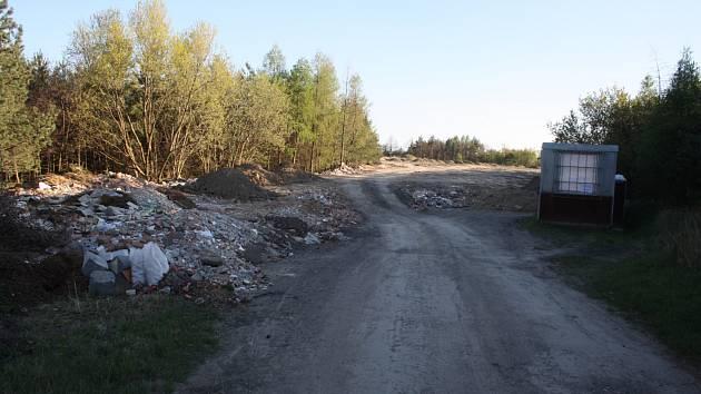 Od roku 2024 zákon zakáže nevytříděný komunální odpad skládkovat. Města a obce mají plno starostí, jak se odpadu zbavit v souladu s novým zákonem. Krnov má jednu starost navíc.