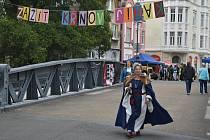 Sousedská slavnost Zažít Krnov jinak se odehrávala po obou stranách historického nýtovaného mostu.