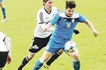 Tři branky vstřelil Ondruška s Šupákem, tři tutovky měl i Radek Němec (vlevo), ale gól nedal.