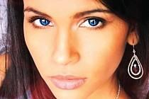 Josef Polášek fotil i osmnáctiletou Paulu Alejandru Gonzalez. Ta se stala v lednu vítězkou soutěže Miss Expat 2012, tedy nejkrásnější cizinkou trvale žijící v České republice.