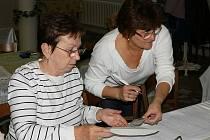 Vzhledem k vyššímu počtu obyvatel bylo ve volebních místnostech v Bruntále poněkud rušněji, než tomu bylo na vesnicích, kde nikdo nepřišel volit i několik hodin.