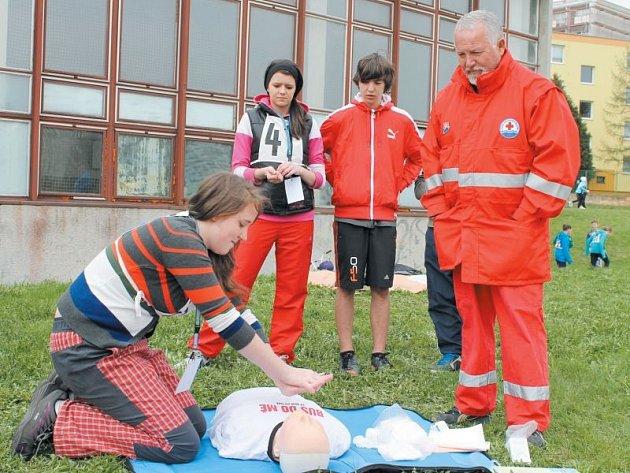 Kristýna Štěpánová by poskytla první pomoc zraněnému zkušeně a bez zaváhání. Je už čtyři roky v kroužku hlídek mladých zdravotníků.