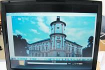 Fotograf Miloš v pořadu Pološero na ČT2 ukázal, jak při prohlížení běžného turistického snímku linhartovského zámku s vysokým rozlišením náhodou narazil na létající disk. Nestalo se mu to poprvé ani naposledy.