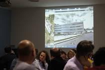 Krnovští zastupitelé si vyslechli zástupce Kofoly, která požaduje změnu územního plánu, i zástupce občanů, kteří si takovou změnu nepřejí.