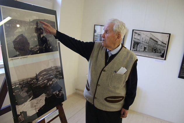 Kurt Schmidt je jedním zmála Krnovanů, který může osvých zážitcích zkonce války vyprávět česky iněmecky. Vroce 1945byl šestnáctiletý mladík.