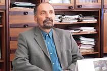 Ředitel Obchodní akademie a Střední zemědělské školy v Bruntále Ladislav Konopka.