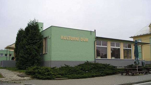 Kulturní dům v Lichnově se může pyšnit zcela novým kabátem.