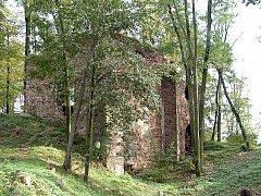 V Osoblažském výběžku nad řekou Osoblahou v obci Bohušov stojí stromy a keři zarostlá majestátní zřícenina hradu Fulštejn.