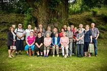 Sousedé se sešli pod tisíciletou Janovskou lípou, aby ji podpořili v soutěži Strom roku.