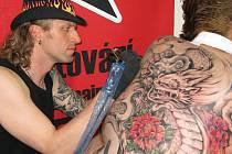 Pátého ročníku opavské tetovací soutěže Tattoo Session Silesia se zúčastnil i přední tetovací mistr a umělec z Krnova Ivo Výboch.