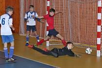 Celkem dvanáct mužstev ze všech koutů střední a východní Evropy se od pátku 29. listopadu do neděle 1. prosince sjelo do sportovní haly v Bruntále na 24. ročníku Mezinárodního halového turnaje mladších žáků ve fotbale.