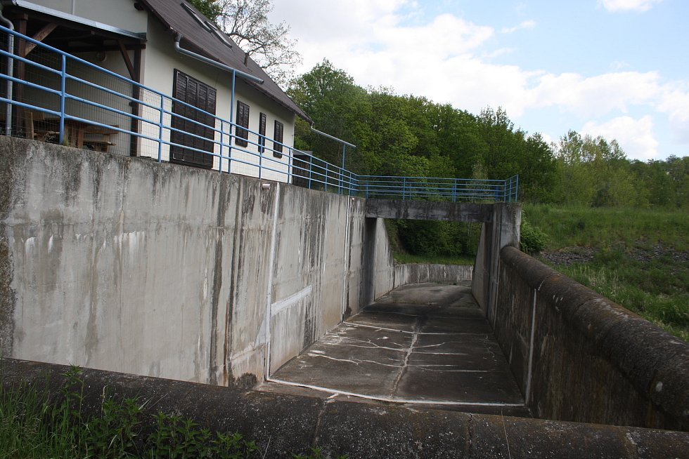 Vypuštěná údolní nádrž Pocheň čeká na vytěžení sedimentů ze dna.